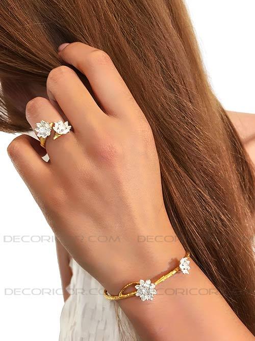 گل نیلوفر روی دستبند نماد چیست؟
